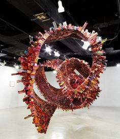 spiral sculpture made of rolled up magazines by south korean artist yun woo choi Wall E, Sculptures Céramiques, Sculpture Art, Pottery Sculpture, Land Art, Sculpture Projects, Art Projects, Recycling Projects, Art Actuel