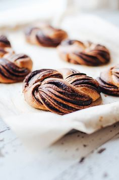 Chocolate Brioche Wreaths (Hint of Vanilla) Just Desserts, Delicious Desserts, Dessert Recipes, Yummy Food, Pastry Cook, Flaky Pastry, Choux Pastry, Chocolate Brioche, How To Temper Chocolate