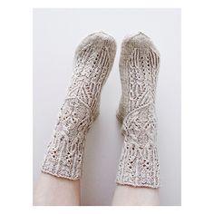 Ravelry: Sylviat pattern by Niina Laitinen Knitting Accessories, Free Knitting, Leg Warmers, Mittens, Ravelry, Knit Crochet, Crochet Patterns, Stockings, Socks