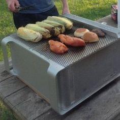 Après avoir fait le bonheur des utilisateurs, ce Mac Pro connait une seconde vie en tant que barbecue. (crédit : D.R.)