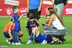Antonella Roccuzzo and his son Mateo Messi attend the Copa del Rey Final match between FC Barcelona and Alaves FC at Vicente Calderon Stadium on May 2017 in Madrid, Spain. Antonella Roccuzzo, Leonel Messi, Training Materials, Video Site, Magazine Ads, Fc Barcelona, Football Players, Documentaries, Madrid