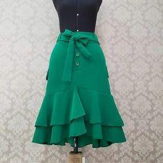African Print Skirt, African Dress, Stylish Dresses, Fashion Dresses, Workwear Fashion, Blouse Dress, Chic Dress, Modest Outfits, Pretty Dresses
