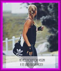 Ne nézz... Chanel, Tote Bag, Bags, Fashion, Handbags, Moda, Fashion Styles, Totes, Fashion Illustrations