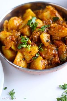 Indian Spicy Potato Curry and Gravy Spicy Potato Curry with masaledar gravy It can be served with roti ,paratha or rice. Potato Recipes In Hindi, Indian Potato Recipes, Indian Food Recipes, Indian Potato Curry, Indian Vegetable Curry, Indian Foods, Indian Dishes, Veggie Dishes, Veggie Recipes
