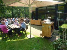 Zij-terras van Banning. De perfecte plek om in de zomer heerlijk te dineren.
