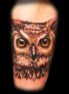 What does owl tattoo mean? We have owl tattoo ideas, designs, symbolism and we explain the meaning behind the tattoo. Tattoo Girls, Girl Tattoos, Tatoos, Head Tattoos, Body Art Tattoos, Female Tattoos, Realistic Owl Tattoo, Owl Tattoo Meaning, Big Tattoo Planet