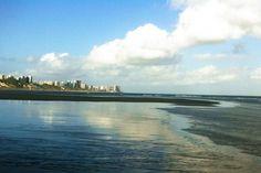 Praia de Calhau, em São Luís. Visite o BrasilGuias