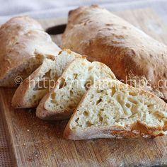 Ecco il pane bianco che tutti possono fare perchè non serve impastare. Ha bisogno di ingredienti semplici ed è buonissimo.