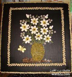 لوحات فنية من البذور والحبوب الملونة