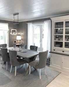 Bygget drømmehuset fra Fiskarhedenvillan Scandinavian Style Home, Light Grey Walls, Interior Decorating, Interior Design, Sectional Sofa, Home And Living, Design Projects, Home Office, Dining Table