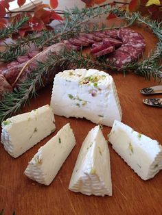 The best aperitif for the salami made with Nebrodi Black Pig and Primosale To taste these delights at have a look at bebtrapanilveliero. Sicilian Recipes, Sicilian Food, Holiday Treats, Holiday Fun, Sicily, Fall Winter, Cheese, Wine, Desserts