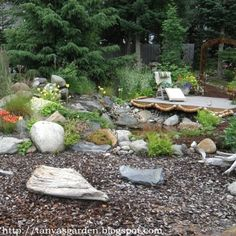 seaside garden I love coastal plant and driftwood. One day I'll have a little house by the sea:)
