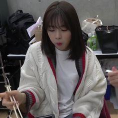 Beautiful Asian Girls, Pretty Girls, Sakura Miyawaki, Meme Stickers, Yu Jin, Kim Min, Kpop Girls, Korean, Icons