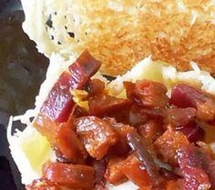 Cestas de parmesano rellenas de puré de patata y crujiente de embutidos: solo una palabra, deliciosas