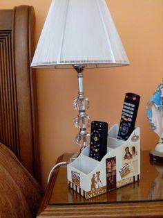 Porta controle Organisation Hacks, Diy Organization, Decoupage, Cardboard Organizer, Remote Control Holder, Kitchen Labels, Crochet Bunny Pattern, Stencil, Vintage Country