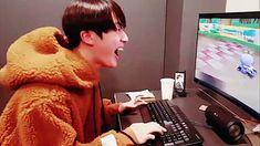 seokjin Eye Makeup eye makeup videos in urdu Bts Taehyung, Bts Bangtan Boy, Bts Jungkook, Seokjin, Bts Memes, Funny Memes, Kpop Gifs, Bts Funny Videos, I Love Bts