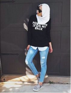 sweatshirt-with-jeans-hijab-style- Smart and cute hijab outfits http://www.justtrendygirls.com/smart-and-cute-hijab-outfits/