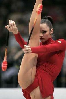 Amazing Gymnastics, Gymnastics Photography, Gymnastics Outfits, Gymnastics Pictures, Sport Gymnastics, Artistic Gymnastics, Olympic Gymnastics, Acrobatic Gymnastics, Hot Cheerleaders