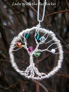 An amazing gift for family member! DIY family tree pendant using wire and beads matching birthstone colors. Wire Wrapped Jewelry, Wire Jewelry, Beaded Jewelry, Jewellery, Wire Crafts, Jewelry Crafts, Make A Family Tree, Diy Collier, Family Tree Necklace