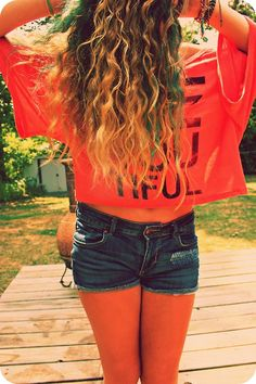 blue streaked curly hair....exactly what I want to do.