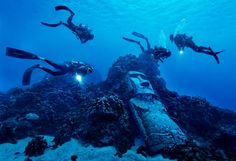 Divers at mysterious underwater Easter Island statues. Photo by: Randy Olson | National Geographic