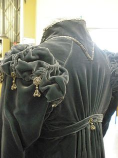 Natalie Garbett - Maker of Historical Clothing and Costumes (Fichu)