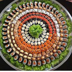 Sushi Cake, Sushi Party, Ramen Comida, Sushi Platter, Sushi Buffet, Sushi Catering, Sushi Roll Recipes, Types Of Sushi, Vegan Sushi
