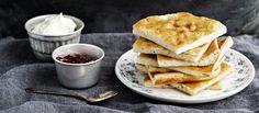 Ahvenanmaan pannukakku maistuu suloisesti kardemummalta. Taikina valmistetaan mannapuuroon. Noin 0,65€/annos.