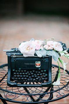 Dramatic Black and White Wedding Inspiration Wedding Trends, Wedding Designs, Wedding Ideas, Retro Typewriter, Vintage Typewriters, Art Deco Wedding, Wedding Reception Decorations, Vintage Love, Wedding Guest Book