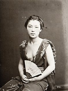 taishou-kun: Josei 女性 (woman) with fan - Circa 1870