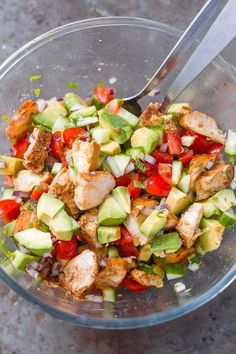 Healthy Avocado Chicken Salad Light, flavorful, and easy to make - Perfect for your next barbecue or potluck!Healthy Avocado Chicken Salad – This salad is so light, flavo Easy Cooking, Healthy Cooking, Healthy Eating, Healthy Food, Healthy Meals, Cooking Ideas, Gourmet Recipes, Healthy Recipes, Simple Recipes