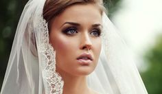 Every bride should look amazing on her wedding day. Avoid these top 10 bridal makeup mistakes and be the flawless bride you've always dreamed you'd be. Best Bridal Makeup, Wedding Makeup Tips, Bridal Hair And Makeup, Wedding Hair And Makeup, Bridal Beauty, Wedding Beauty, Hair Makeup, Hair Wedding, Pixie Makeup