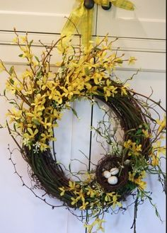 This is a beautiful wreath tutorial, with forsythia and birds nest. Front Door Decor, Wreaths For Front Door, Door Wreaths, Forsythia Wreath, Grapevine Wreath, Wreath Crafts, Diy Wreath, Wreath Making, Wreath Ideas