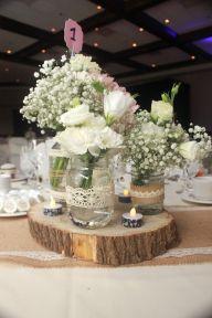 Mariage, rustique, blanc, rose, rondin de bois, pot mason, dentelle, jute, gypsophile