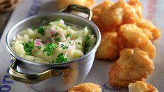 "Greek potato garlic dip - Skordalia by Greek chef Akis Petretzikis. An authentic Greek recipe for a traditional Greek potato garlic mash called ""Skordalia""! Tofu Recipes, Greek Recipes, Cooking Recipes, Cooking Videos, Garlic Dip, Garlic Mash, My Favorite Food, Favorite Recipes, Bon Appetit"