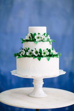 Spring cake: http://www.stylemepretty.com/little-black-book-blog/2015/04/14/elegant-spring-garden-wedding-inspiration/   Photography: Sarah Bradshaw - http://sarahbradshawphotography.com/