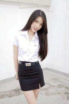 School Uniform Girls, Girls Uniforms, University Girl, Cute Girl Photo, Girl Photography Poses, Beautiful Asian Women, Sexy Asian Girls, Asian Woman, Asian Beauty