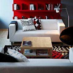 IKEA Österreich, Inspiration, Wohnzimmer, Sofa KLIPPAN, Plaid GURLI, Leuchte TRÅL, Teppich TRÅDKLÖVER, Couchtisch LACK, Kissen EIVOR, Drehsessel SKRUVSTA