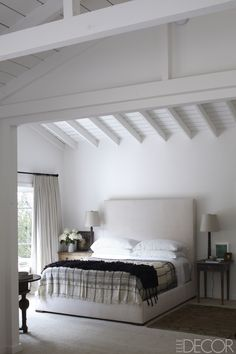 Elle Decor featured the sprawling horse ranch that comedian and talk-show host Ellen DeGeneres shares with wife Portia de Rossi in Santa Monica. Portia De Rossi, Santa Monica, Celebrity Bedrooms, Celebrity Houses, White Rooms, White Walls, Neutral Walls, White Ceiling, Elle Decor