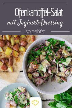 An Weihnachten sind Kartoffelsalat und Würstchen Pflicht? Wie wäre es dann mal mit einem leckeren Salat aus Ofenkartoffeln und frischem Joghurt Dressing?