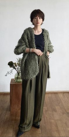 Daily Fashion, Women's Fashion, Daily Style, Fasion, Ootd, Hairstyle, Trending Outfits, Crochet, Winter