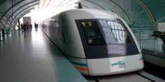 Los trenes Maglev funcionan a través de un sistema de levitación magnética que usa motores lineales instalados cerca de los raíles