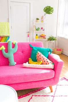 Pretty in pink home decor - Home Decoration Ideas Colourful Living Room, Coastal Living Rooms, Living Room Decor, Bedroom Decor, Living Spaces, Colourful Lounge, Colorful Couch, Sofa Living, Entryway Decor