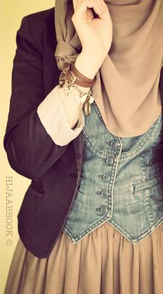 Great idea on how to wear a vest w #hijab!