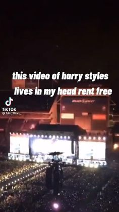 Harry Styles Poster, Harry Styles Memes, Harry Styles Edits, Harry Edward Styles, One Direction Videos, One Direction Humor, Harry Styles Dimples, Zodiac Signs Leo, Cute Girl Wallpaper