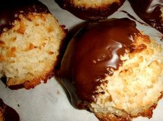 My Tres Leches Coconut Macaroons recipe will make you famous way beyond your social circle. Start a food business and sell them for a nice profit. Gluten Free Cookies, Gluten Free Desserts, Just Desserts, Gluten Free Coconut Macaroons, Coconut Cookies, Tres Leches Recipe, Cookie Recipes, Dessert Recipes, Baking Recipes