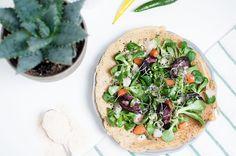 Dass wir gerne mit Linsen- oder Kichererbsenmehl kochen dürfte dem fleißigen Leser unseres Blogs bereits bekannt sein. Auch bei diesem Rezept kommt Linsenmehl zum Einsatz, ganz einfach weil es sehr…
