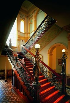 American Dream Homes Classic Architecture, Beautiful Architecture, Beautiful Buildings, Architecture Details, Beautiful Homes, Victorian Interiors, Victorian Homes, Beautiful Stairs, Take The Stairs