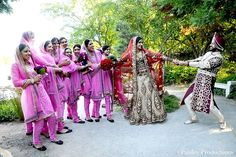 Funny Wedding Poses, Indian Wedding Poses, Indian Bride And Groom, Sikh Wedding, Wedding Humor, Wedding Bridesmaids, Punjabi Wedding, Wedding Photoshoot, Wedding Shoot