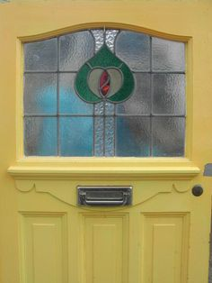 front door with stained glass panel Stained Glass Door, Glass Panel Door, Glass Front Door, Stained Glass Designs, Stained Glass Projects, Glass Panels, Yellow Front Doors, Front Door Colors, Home Styles Exterior